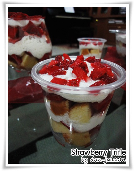 Strawberry_Trifle044