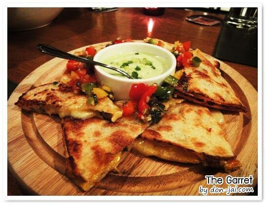 รีวิวโดนใจ >> The Garret Secret Bistro Bar บรรยากาศแสนหวานและอาหารอร่อยในซอยเอกมัย