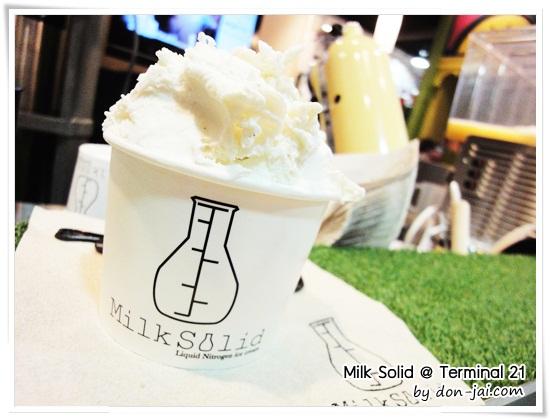 รีวิวโดนใจ >> Milk Solid ไอศกรีมไนโตรเจนเหลว เนื้อเนียนนุ่ม กับวิธีทำที่ตื่นตาตื่นใจ สาขา Terminal 21