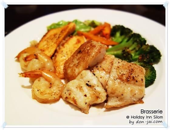 รีวิวโดนใจ >> The Brasserie (เดอะ บราเซอรี่) ห้องอาหารนานาชาติ ของโรงแรมฮอลิเดย์อินน์สีลม