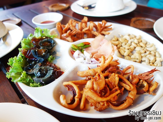 รีวิวโดนใจ >>  ปูกรรเชียงซีฟู้ด ร้านอาหารทะเล บรรยากาศไทยๆ หลายเมนูอร่อย ที่แปดริ้ว