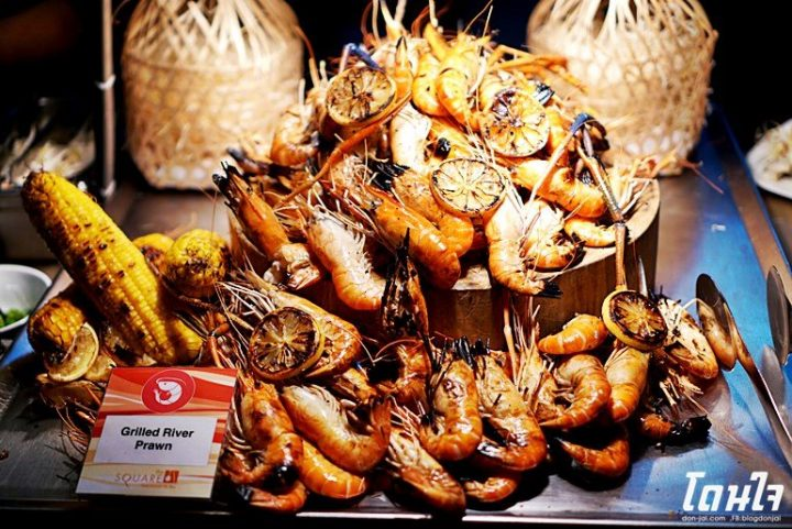 รีวิวโดนใจ >> บุฟเฟ่ต์กุ้งแม่น้ำเผา- ห้องอาหารเดอะสแควร์ ,Novotel Bangkok Fenix Silom
